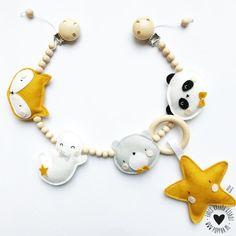Maxi Cosi set - Oker Geel / Triangle - Cabrio Fix Baby Crib Mobile, Baby Cribs, Toddler Toys, Baby Toys, Diy Bebe, Felt Garland, Newborn Essentials, Ideias Diy, Gifted Kids