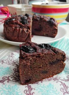 Zucchini brownie with sugarless cherries - Fit Sweet Recipes, Snack Recipes, Snacks, Zucchini Brownies, Polish Recipes, How Sweet Eats, Cake Cookies, Food And Drink, Favorite Recipes