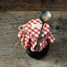 red and white gingham jam cover Country Charm, Country Life, Country Living, Rustic Charm, French Country, Sour Cherry Jam, Pots, Estilo Country, Red Cottage