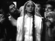 "Kadr z filmu ""Dybuk"" (1937 r.)"