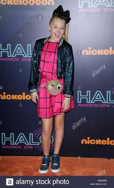 Download this stock image: New York, NY, USA. 11th Nov, 2016. JoJo Siwa at arrivals for Nickelodeon HALO Awards 2016, Pier 36, New York, NY November 11, 2016. © Kristin Callahan/Everett Collection/Alamy Live News - H8GN5N from Alamy's library of millions of high resolution stock photos, illustrations and vectors.