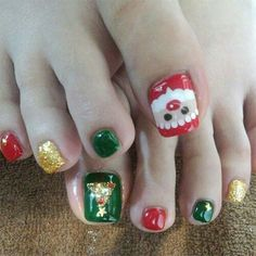 Here I have 15 Christmas toe nail art designs, ideas & stickers of Get the glimpses of these awesome Xmas nails and do revert us with your feedback. Christmas Toes, Christmas Nail Designs, Christmas Nail Art, Santa Christmas, Pedicure Nail Art, Toe Nail Art, Cute Toe Nails, Fun Nails, Nail Art Designs