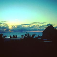 New views from the house window in my new volunteering in NZ. Nuevas vistas desde la ventana de la casa en mi nuevo voluntariado en NZ. #lavueltaalmundosinprisas #aroundtheworldunhurried #lavueltaalmundo #aroundtheworld #viaje #travel #trip #journey #viajero #traveler #pihabeach #playapiha #lionrock #auckland #nuevazelanda #newzealand #sunset #atardecer #beach #playa #voluntario #volunteer #voluntariado #volunteering