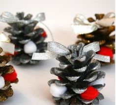 Pine Cones To Decorate For Christmas Christmas Wreaths, Christmas Decorations, Holiday Decor, Theme Noel, Pine Cones, Diy Couture, Cali, Diy Christmas Easy, Christmas Activities For Children