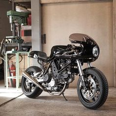 Ducati 900SS by the @wrenchmonkees. Do you like fairings?  #croig #caferacersofinstagram
