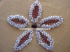 Beaded cretan stitch flower (free tutorial)