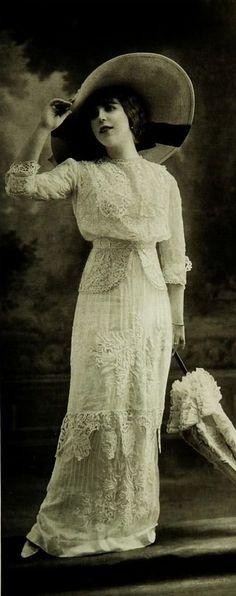 Les Modes (Paris) 1912. Robe pour la plage par Buzenet Summer elegance