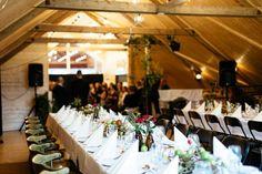Låven på Øvre-Eide Gård er et unikt og vakkert bryllupslokale! Bergen, Eid, Table Settings, Table Decorations, Home Decor, Homemade Home Decor, Table Top Decorations, Place Settings, Decoration Home