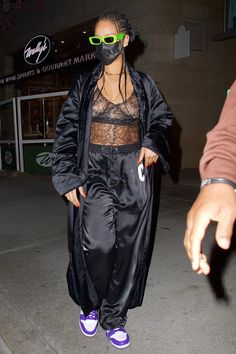 Rihanna Looks, Rihanna Style, Rihanna Fashion, Rihanna Outfits, Fashion Outfits, Heeled Flip Flops, All Black Looks, Rihanna Fenty, Celebrity Style