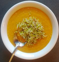 Carrot cream with mustard germs Cookbook Recipes, Vegan Recipes, Carrot Cream, Carrot Soup, Allrecipes, Thai Red Curry, Lamb, Mustard, Carrots