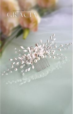 Bridal hair comb Flower headpiece Pearl wedding comb #topgraciawedding #bridalhair #bridalhairflowers #weddingheadpiece #bridalheadpiece #rhinestoneheadpiece #promheadpiece