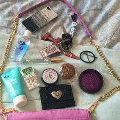 Purse Essentials, Beauty Essentials, What In My Bag, What's In Your Bag, My Bags, Purses And Bags, Rosebud Salve, Inside My Bag, What's In My Purse