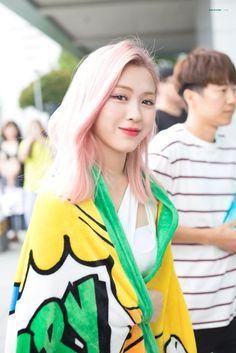 South Korean Girls, Korean Girl Groups, Gfriend Sowon, Makes Me Wonder, Red Velvet Seulgi, My Girl, Rapper, Sari, Pretty