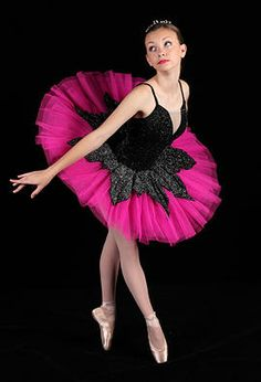 I so want this costume for one of my ballet dances! Ballet Poses, Dance Poses, Ballet Tutu, Ballet Dancers, Cute Dance Costumes, Tutu Costumes, Ballet Costumes, Pretty Costume, Ballerina Dancing
