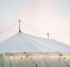 Circus tent cirque Big white tents with flags & twinkle lights.makes me feel like something fun is about to happen Night Circus, Boho Stil, Bohemian, A Series Of Unfortunate Events, Big Top, Vintage Circus, Vintage Theme, Fairy Lights, Wedding Reception