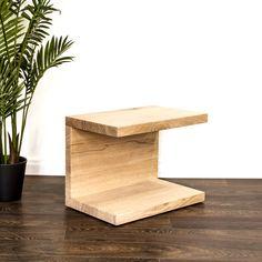 Ein Beistelltisch für das Schlafzimmer. Gerne fertigen wir auch das für Dich passende Bett aus Massivholz an. Stool, Furniture, Home Decor, Wood Working, Dinner Table, Oak Tree, Rustic, Bedroom, Bed