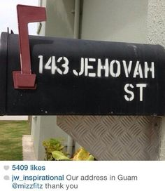 One day we will all have an address on Jehovah's promised paradise. Jw Humor, Kingdom Hall, Bible Promises, Bible Teachings, Bible Truth, Jehovah's Witnesses, Set You Free, Happy People, Heavenly Father