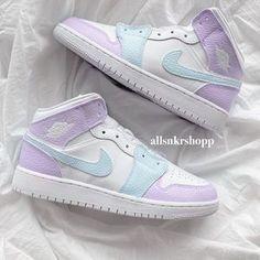 Dr Shoes, Cute Nike Shoes, Swag Shoes, Cute Nikes, Cute Sneakers, Nike Air Shoes, Hype Shoes, Sneakers Nike, Nike Converse