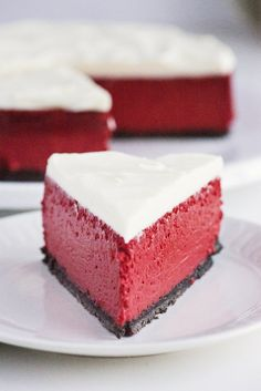 This is one of the easiest Red Velvet Cheesecake recipes you'll find! A simple Red Velvet cake topped with a deliciously quick no-bake cheesecake! Healthy Cheesecake, Cheesecake Recipes, Dessert Recipes, Raspberry Cheesecake, Oreo Cheesecake, Best Red Velvet Cheesecake Recipe, Plain Cheesecake, Pumpkin Cheesecake, Frosting Recipes