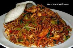 Mie Goreng, Nasi Goreng, Indonesian Food, Indonesian Recipes, Japchae, Fried Rice, Pasta Recipes, Noodles, Seafood
