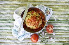 Makea tomaattikastike kruunaa kukkakaalin.