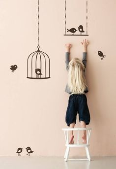 Ferm Living Muursticker Tweeting Birds bruin vinyl 50x70cm - wonenmetlef.nl