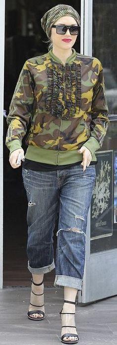 Who made  Gwen Stefani's green ruffle print jacket and black sandals?