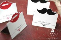 Crêpe Chignon: Moustache party !