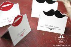 Crêpe Chignon: Moustache party !
