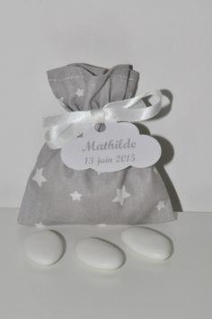 pochon ballotin de dragées étoile gris baptême personnalisée étiquette nuage pour baptême,mariage,communion : Autres bébé par lbm-creation