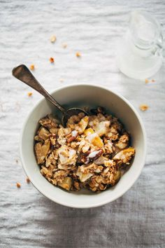 Simple Apple Crisp with Coconut Oil, Oats, Pecans, Almond Meal, and Honey #breakfast #healthy