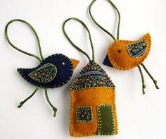 Meska - Filc-textil díszek - házikó, madárkák, 3 db, okker-sötétkék-virágos adris kézművestől