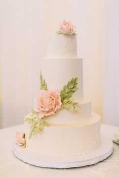 Pink Sugar Rose Wedding Cake | Confectionery Designs https://www.theknot.com/marketplace/confectionery-designs-newport-ri-282434 | Rebecca Arthurs Photography https://www.theknot.com/marketplace/rebecca-arthurs-photography-kona-hi-555582