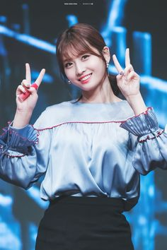 Momo and Nayeon Nayeon, Kpop Girl Groups, Korean Girl Groups, Kpop Girls, Extended Play, K Pop, Twice Momo Wallpaper, Twice Jyp, Sana Momo
