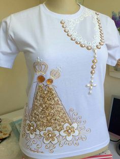 1 million+ Stunning Free Images to Use Anywhere Dress Painting, T Shirt Painting, Dresses Kids Girl, Girl Outfits, Cute Outfits, Couture Embroidery, Embroidery Hoop Art, Baby Boy Baptism Outfit, Shirt Label