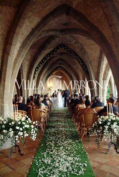 Wedding ceremony at Villa Cimbrone Ravello Italy #weddingbelles