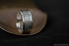 Zilveren profiel ring gladde randen | Silver ring with texture and smooth edges Handmade Jewellery, Contemporary Jewellery, Rings For Men, Silver Rings, Smooth, Texture, Jewelry, Surface Finish, Handmade Jewelry
