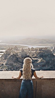 41 trendy games of thrones wallpaper iphone daenerys targaryen Game Of Thrones Khaleesi, Game Of Throne Daenerys, Game Of Thrones Facts, Got Game Of Thrones, Game Of Thones, My Champion, Iron Throne, Winter Is Here, Mother Of Dragons