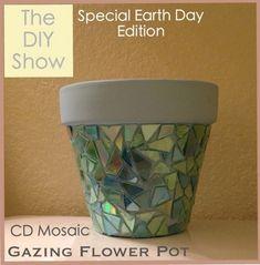 Old CD mosaic tutorial Cd Mosaic, Mosaic Crafts, Pebble Mosaic, Mosaic Mirrors, Mosaic Garden, Recycled Cds, Recycled Crafts, Old Cd Crafts, Cd Diy