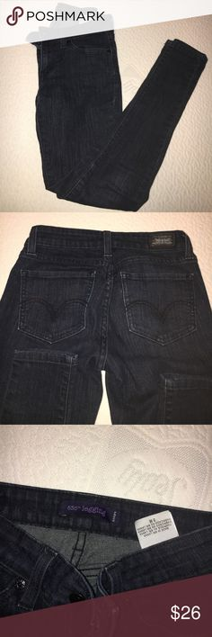 NAVY LEVIS JEANS Super super dark navy jeans. They look almost black. Perfect condition. 3 JUNIORS. Super skinny. Levi's Jeans Skinny