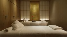 Located near Tokyo Station, our ryokan offers hot spring, amazing restaurant and spa treatment. Rustic Furniture, Home Furniture, Spa Lighting, Interior Lighting, Spa Treatment Room, Japanese Interior Design, Tokyo Hotels, Hotel Services, Relaxation Room