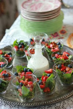 Love the salad in a cup for party size servings. Strawberry spinach salad with poppy seed dressing Snacks Für Party, Appetizers For Party, Appetizer Recipes, Salad Recipes, Tea Party Foods, Appetizer Salads, Spinach Strawberry Salad, Spinach Salads, Think Food