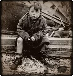 January) Orphaned Child In London World War Two Attack. A photograph of a young boy sitting on the rubble of his home where his parents lie buried after a hit in London. Iconic Photos, Old Photos, Moving Photos, London Photos, World History, World War Ii, Le Blitz, Blitz London, Boy London