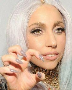 Lady Gaga goes grey on her talons.