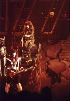 Oakland Alameda County Coliseum Arena Oakland, CA August 1976 Photo Joe Ramirez Spirit Of 76 Tour Kiss Rock Bands, Kiss Band, Kiss Images, Kiss Pictures, Kiss Group, Kiss Members, Vinnie Vincent, Peter Criss, Vintage Kiss