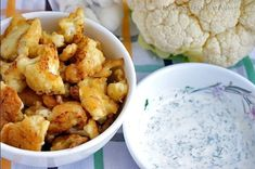 Couve-flor deliciosa envolto em massa com molho de creme de leite Cauliflower Bread, Cauliflower Recipes, Radish Recipes, Healthy Salad Recipes, Baked Chicken Marinade, Vegetable Side Dishes, Healthy Cooking, Sour Cream, Creme