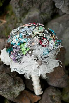 beautiful brooch bridal bouquet (image by zasey photography)