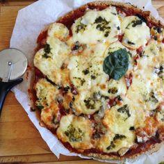 Pizza saine et IG bas au son d'avoine : Farine d'épeautre complète, son d'avoine, eau, levure de boulangerie, huile d'olive, miel d'acacia. La recette ici : http://megalowfood.com/pizza-tomate-mozzarella-pesto-et-champignons/
