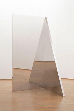 Jeppe Hein, Geometric Mirror III, aluminium, stainless steel, high polished steel, 200 x 100 x 100 cm