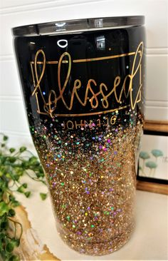 It must have been this incredible gorgeous gold that caught her eye. A lady stopped me in the grocery store to ask where I got my cup. Diy Tumblers, Personalized Tumblers, Custom Tumblers, Glitter Tumblers, Vaso Yeti, Glitter Cups, Gold Glitter, Glitter Glasses, Tumblr Cup